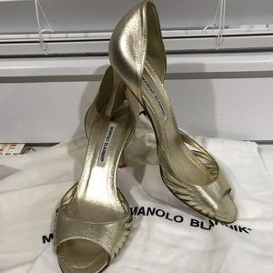 SALE Manolo Blahnik Gold Peep Toe Pump w/ dust bag